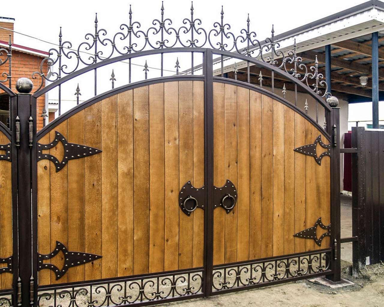 фотопечати кованые ворота с деревом фото вот
