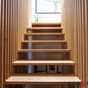 Деревянное ограждение лестницы №1