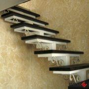 Лестница на металлическом каркасе №1