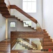 Лестница с элементами стекла №10