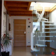 Лестница с элементами стекла №3
