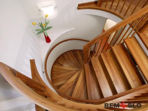 Деревянное ограждение лестницы №27
