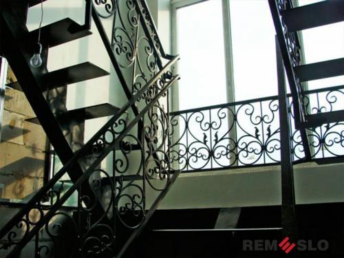 Лестница на второй этаж №13