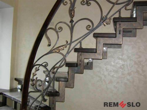 Лестница на металлическом каркасе №11