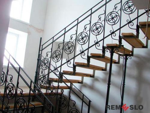 Лестница на металлическом каркасе №12