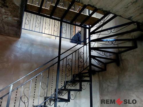 Лестница на металлическом каркасе №19