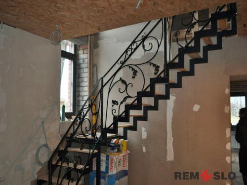 Лестница на металлическом каркасе №21