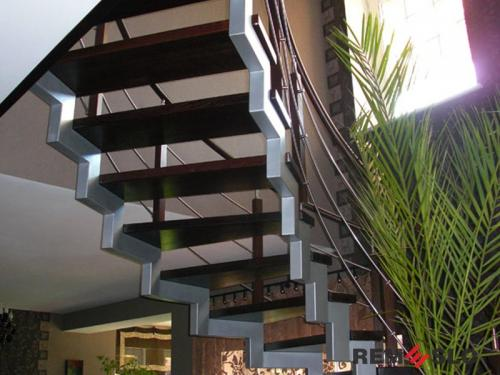 Лестница на металлическом каркасе №5