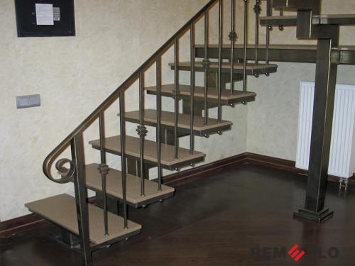Лестница на металлическом каркасе №6