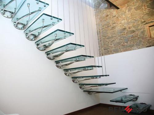 Лестница с элементами стекла №11