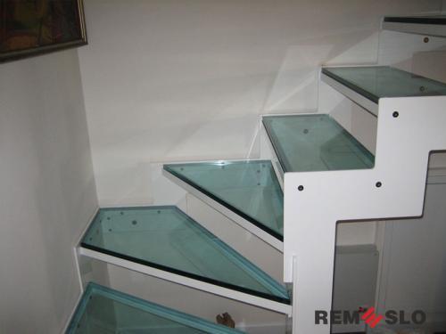 Лестница с элементами стекла №15