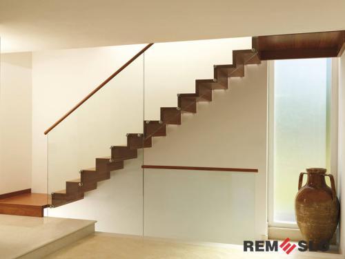 Лестница с элементами стекла №16