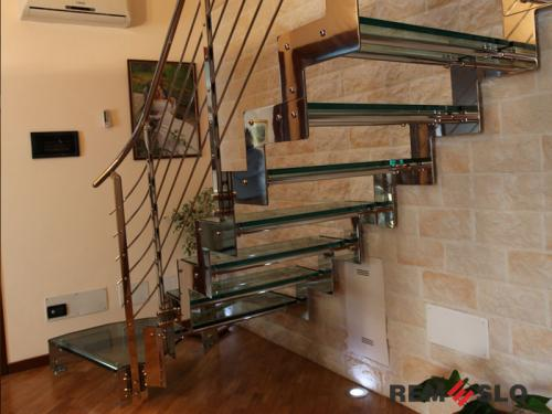 Лестница с элементами стекла №20