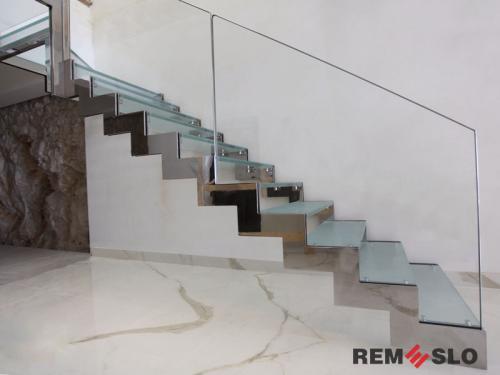 Лестница с элементами стекла №21