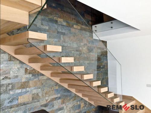 Лестница с элементами стекла №23
