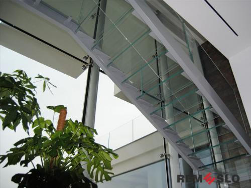 Лестница с элементами стекла №24
