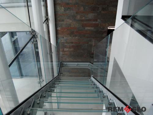 Лестница с элементами стекла №25