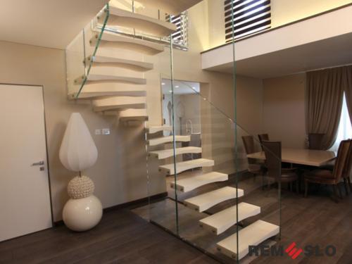 Лестница с элементами стекла №27