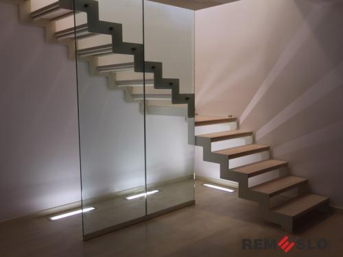 Лестница с элементами стекла №30