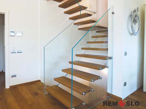 Лестница с элементами стекла №7
