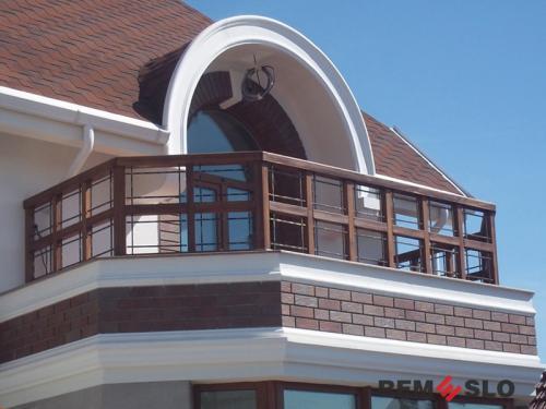 Ограждение балкона из дерева №6