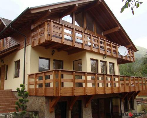 Ограждение балкона из дерева №9
